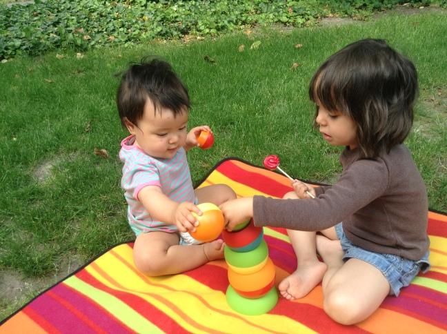Zabawa Tobbles w ogrodzie