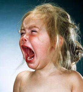 histerycznie płaczące dziecko