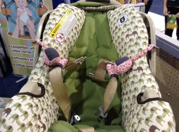 Przytrzymacze pasów... aby położyć niemowlaka a potem nie trzeba było wyciągać z pod niego pasów.
