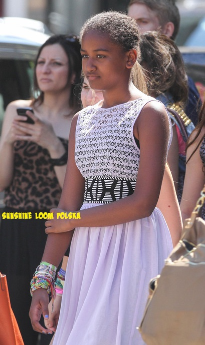 Córka prezydenta Obamy w bransoletkach z gumeczek.