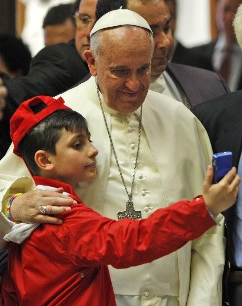 Nie ma to jak zdjęcie z papieżem :)